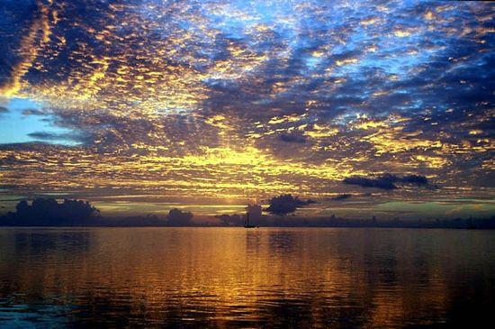 Coucher de soleil dans les les - Fond ecran coucher de soleil sur la mer ...